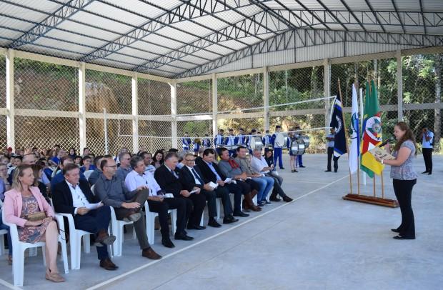 Diretora do Departamento de Cultura de Nova Petrópolis , Ana Paula Weber, conduziu o ato inaugural - Crédito das fotos: Jordana Kiekow | Comunicação PMNP