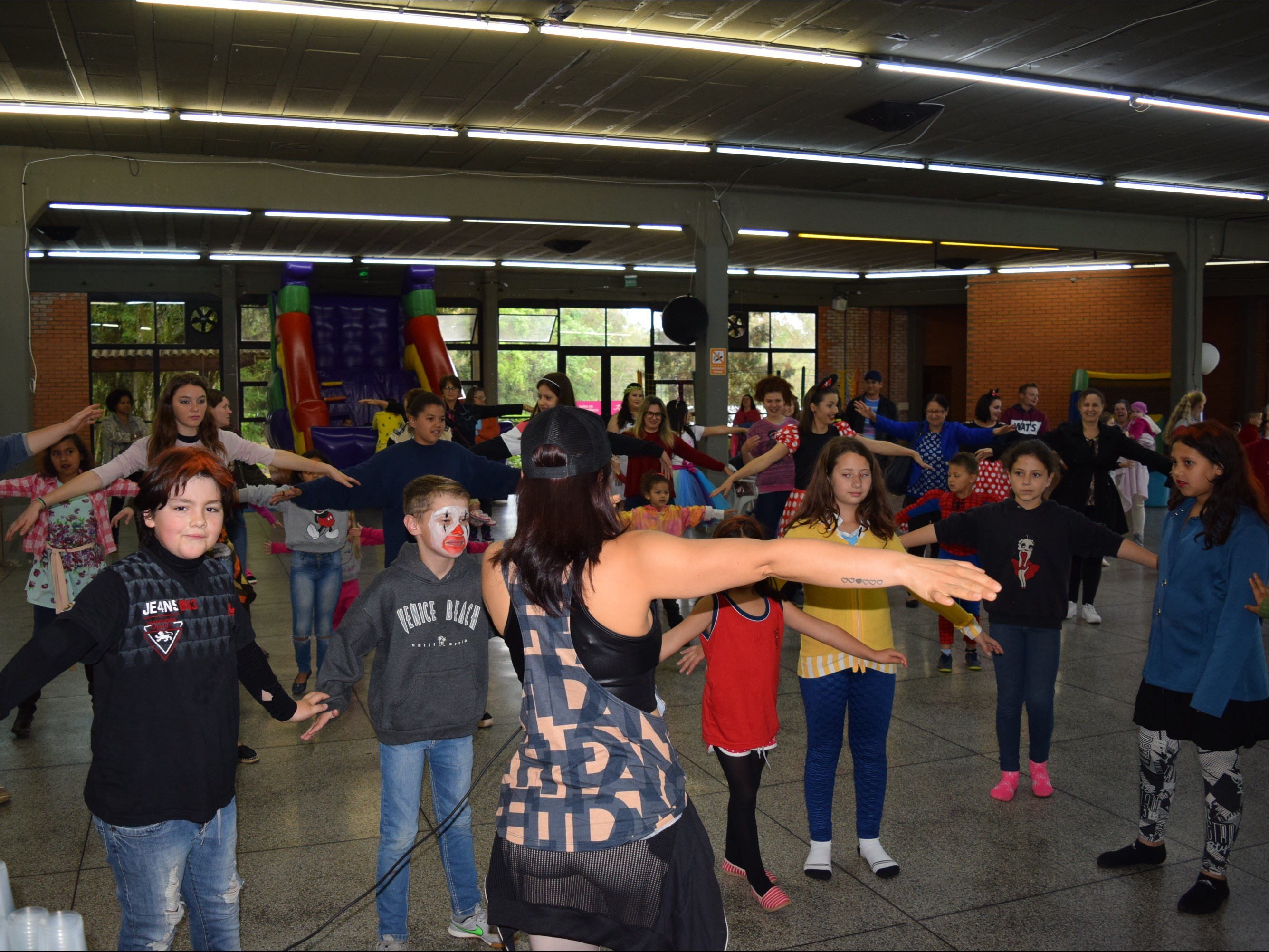 Foto de capa da notícia: Festa à Fantasia para comemorar o Dia das Crianças do SCFV