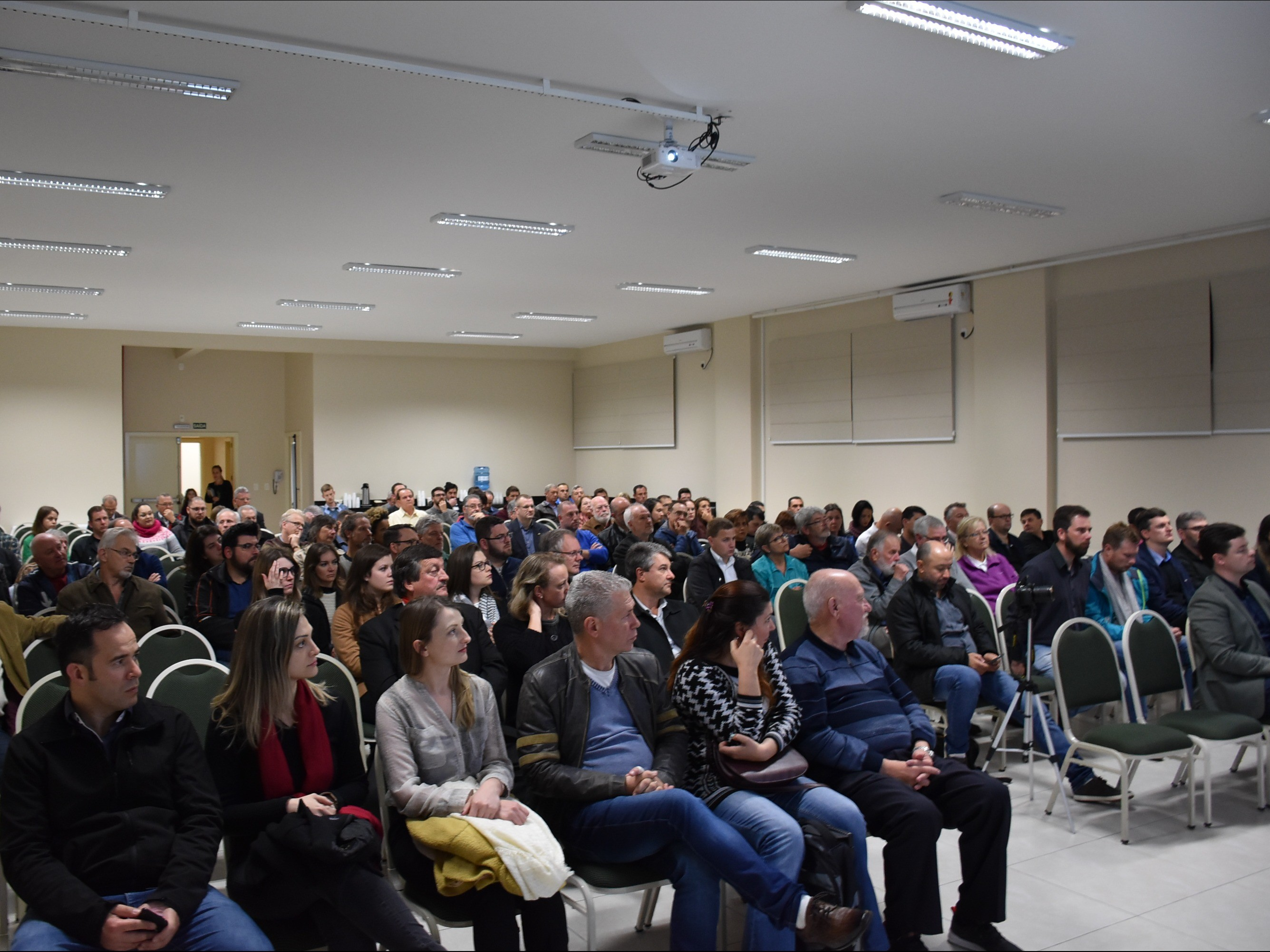 Foto de capa da notícia: Cerca de 200 pessoas conferiram apresentação da Agenda Estratégica e do Plano de Mobilidade Urbana do Projeto Nova 2050