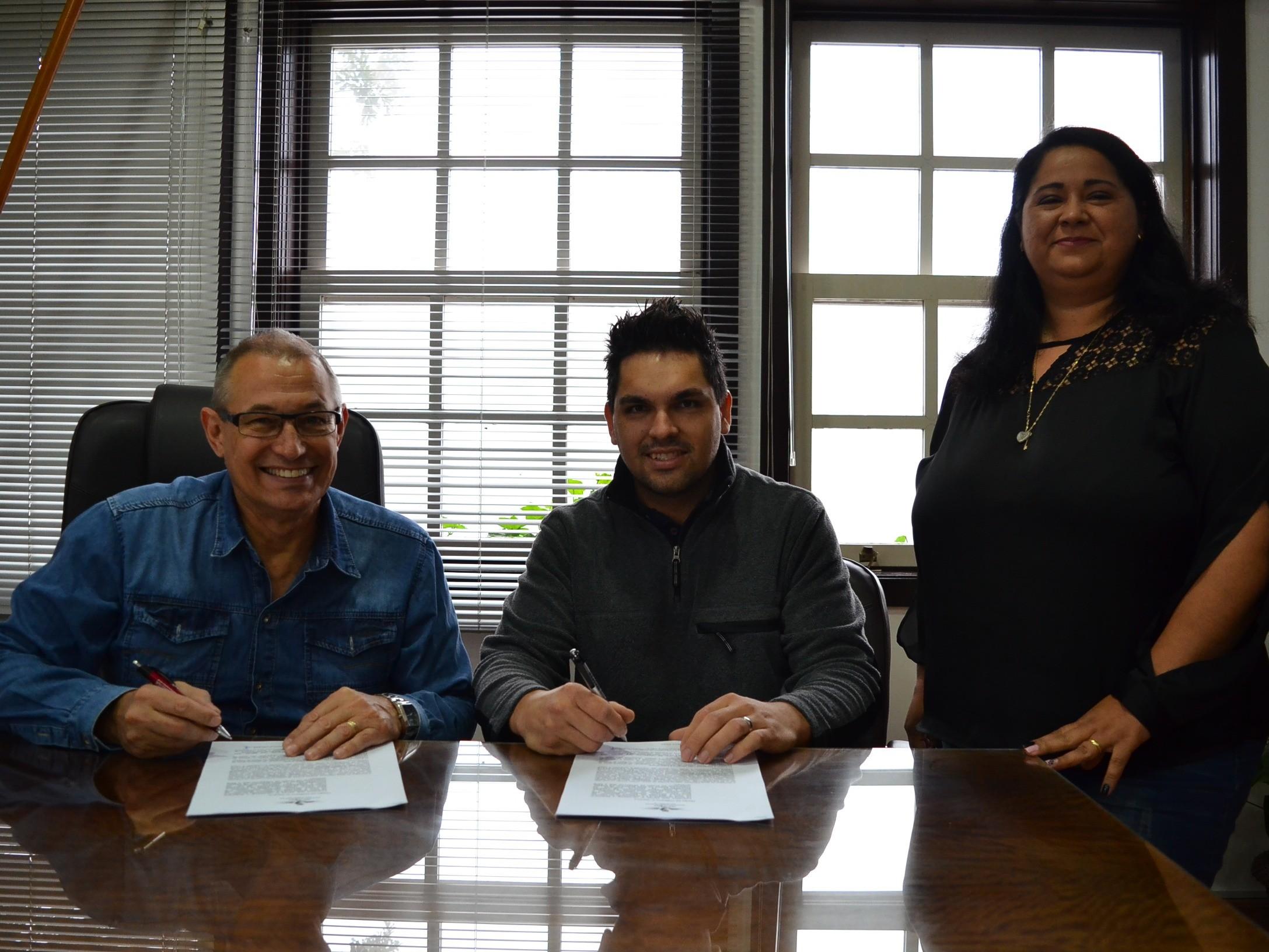 Foto de capa da notícia: Administração Municipal celebra parceria com escola Ursinho Carinhoso