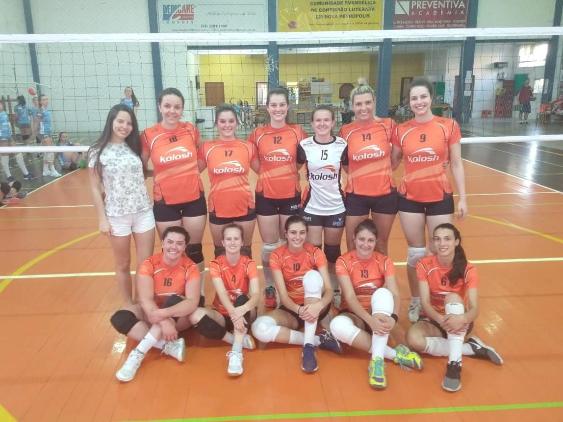Foto de capa da notícia: Equipe Suecas vence o Campeonato Municipal de Voleibol Feminino