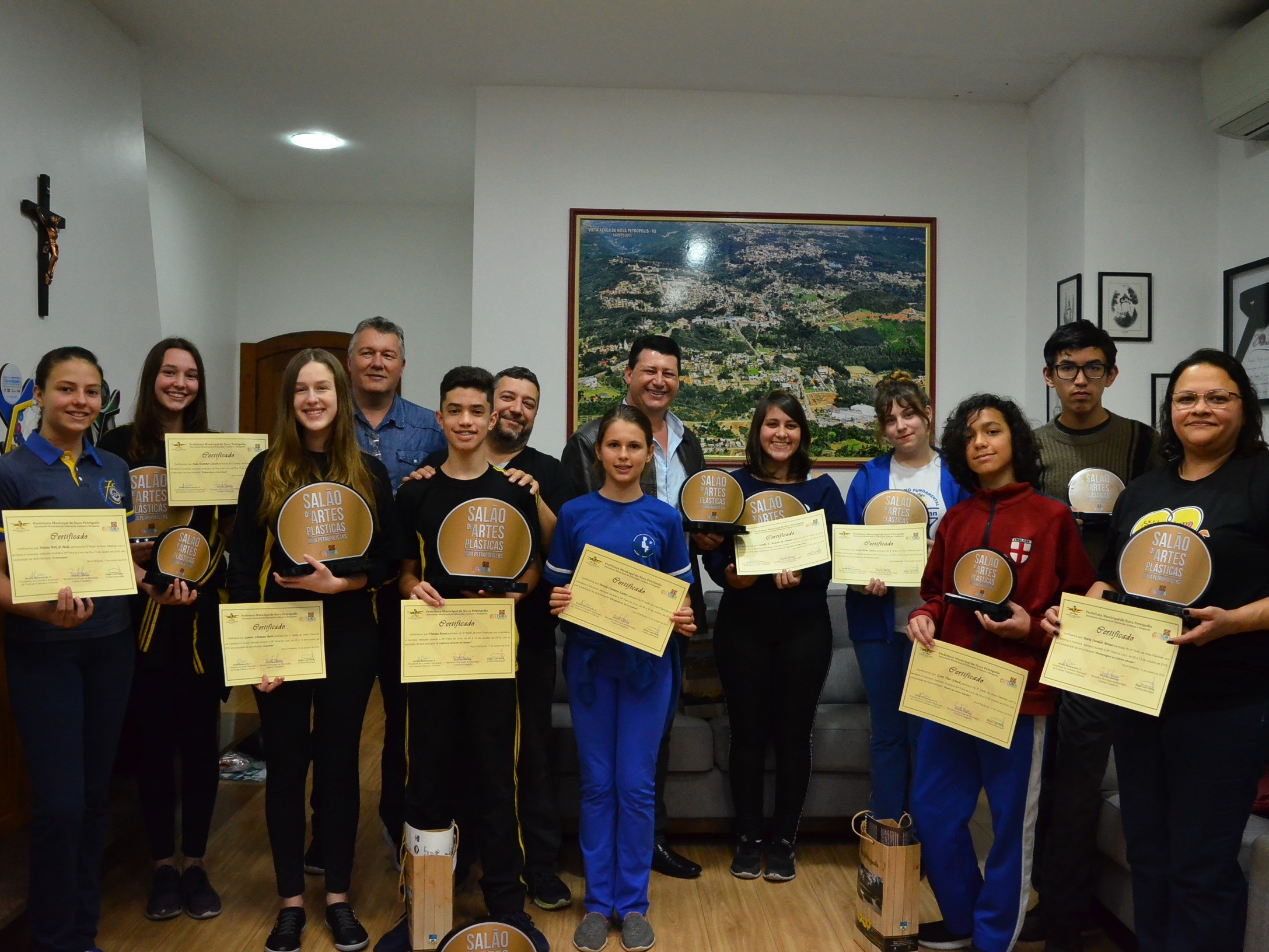 Foto de capa da notícia: Vencedores do 3º Salão de Artes Plásticas são premiados