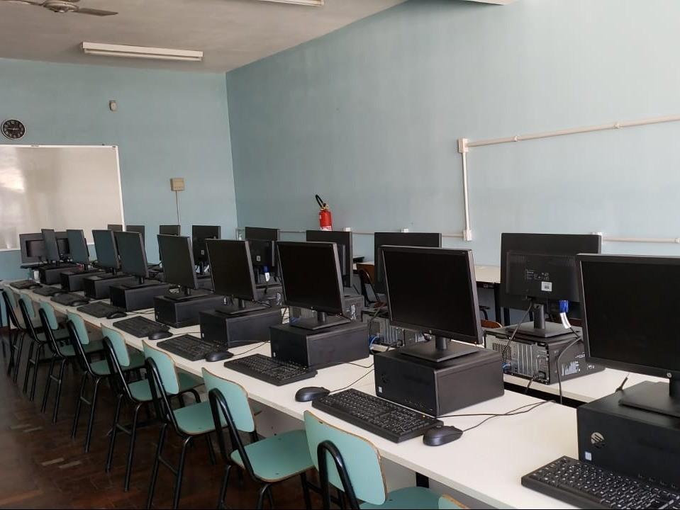 Foto de capa da notícia: Laboratórios de informática atualizados nas escolas Pedro Beck Filho e Otto Hoffmann