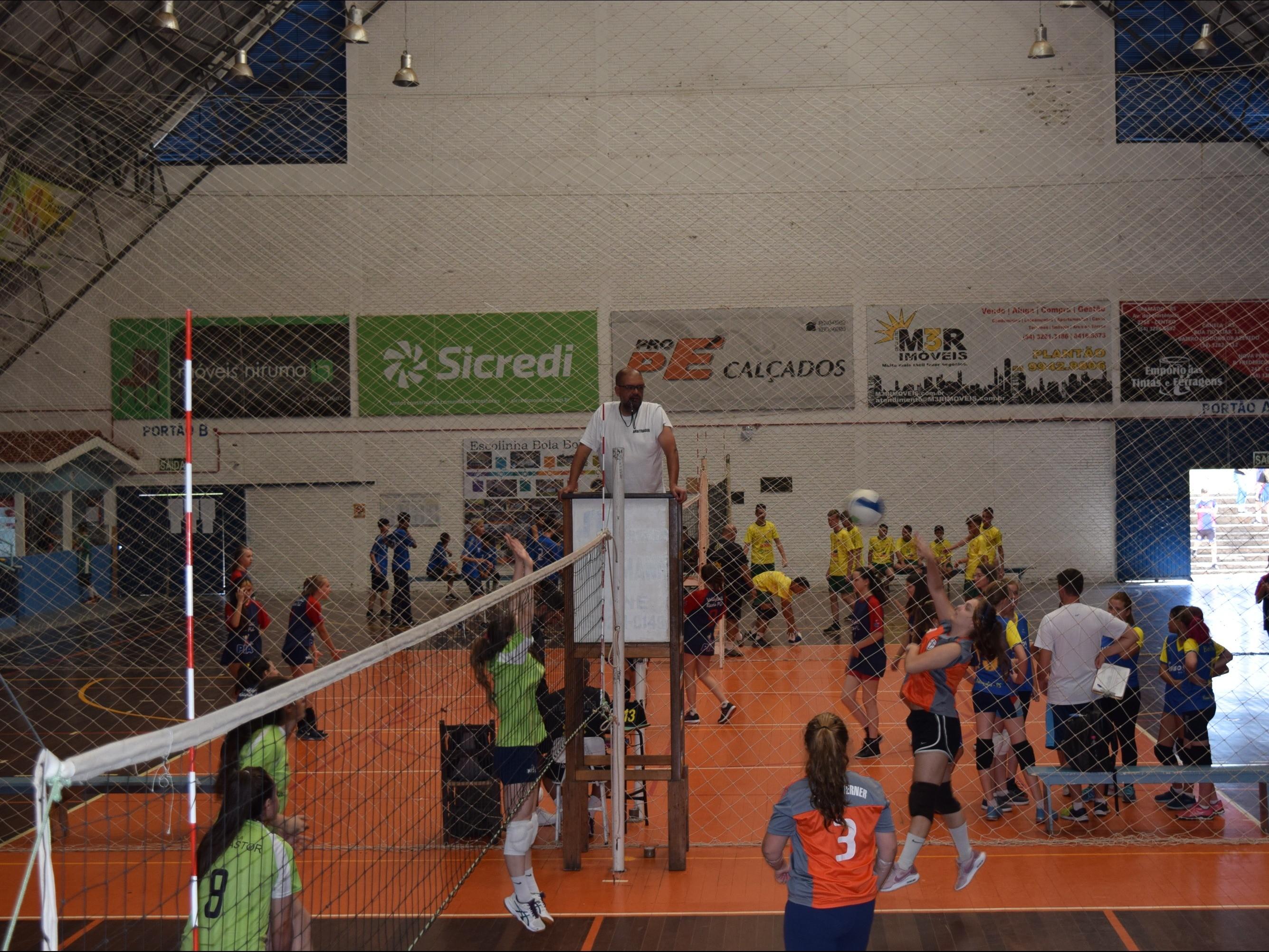 Foto de capa da notícia: Última etapa da XIII Olimpíada Escolar Professor Geraldo Kolb reuniu 450 alunos