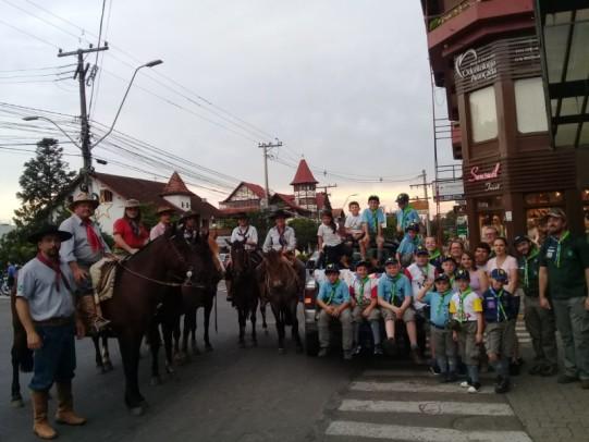 Foto de capa da notícia: Cavalgada do Bem arrecada 840 quilos de alimentos em Nova Petrópolis