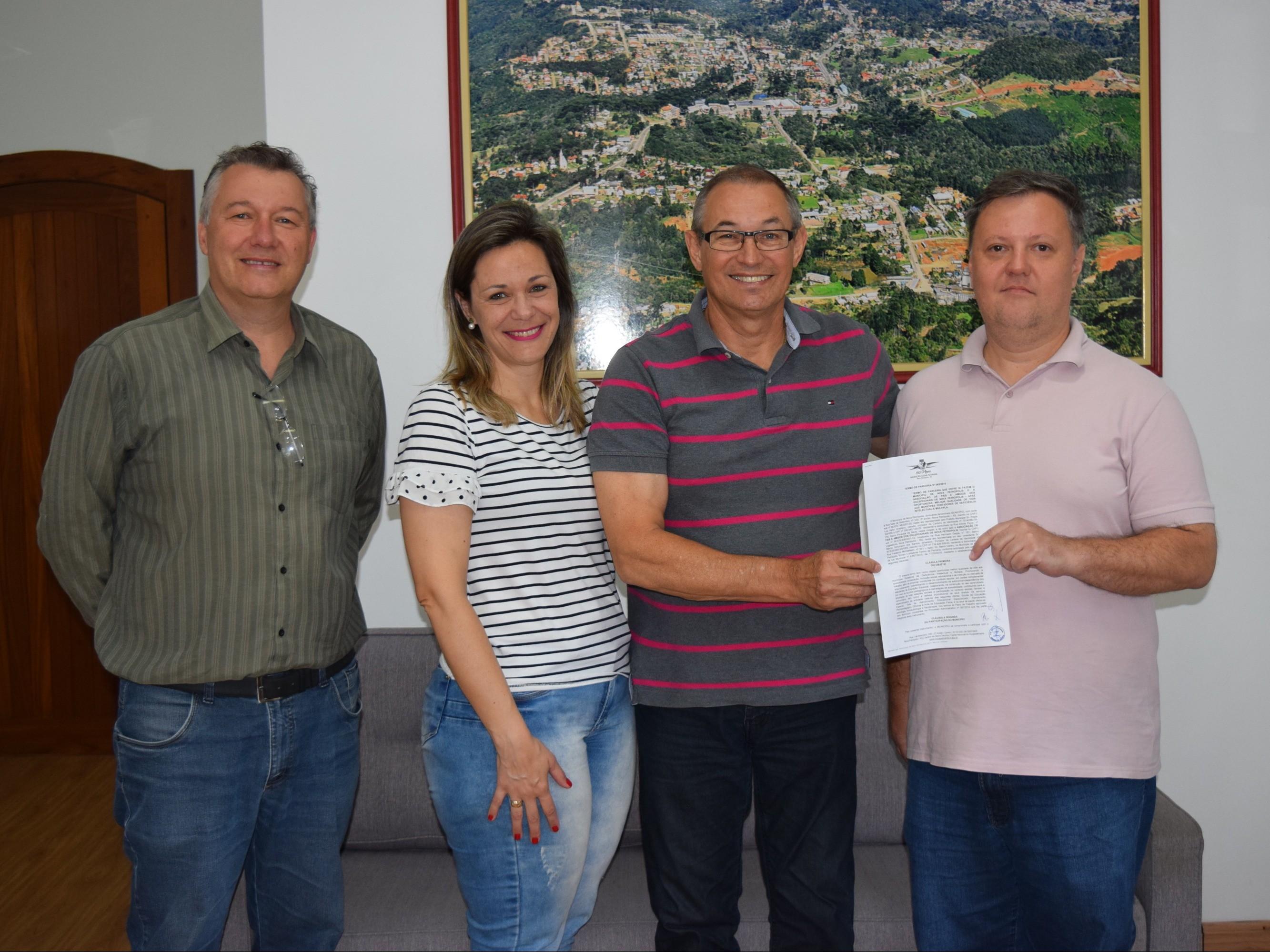 Foto de capa da notícia: Poder Público firma parceria com APAE de Nova Petrópolis