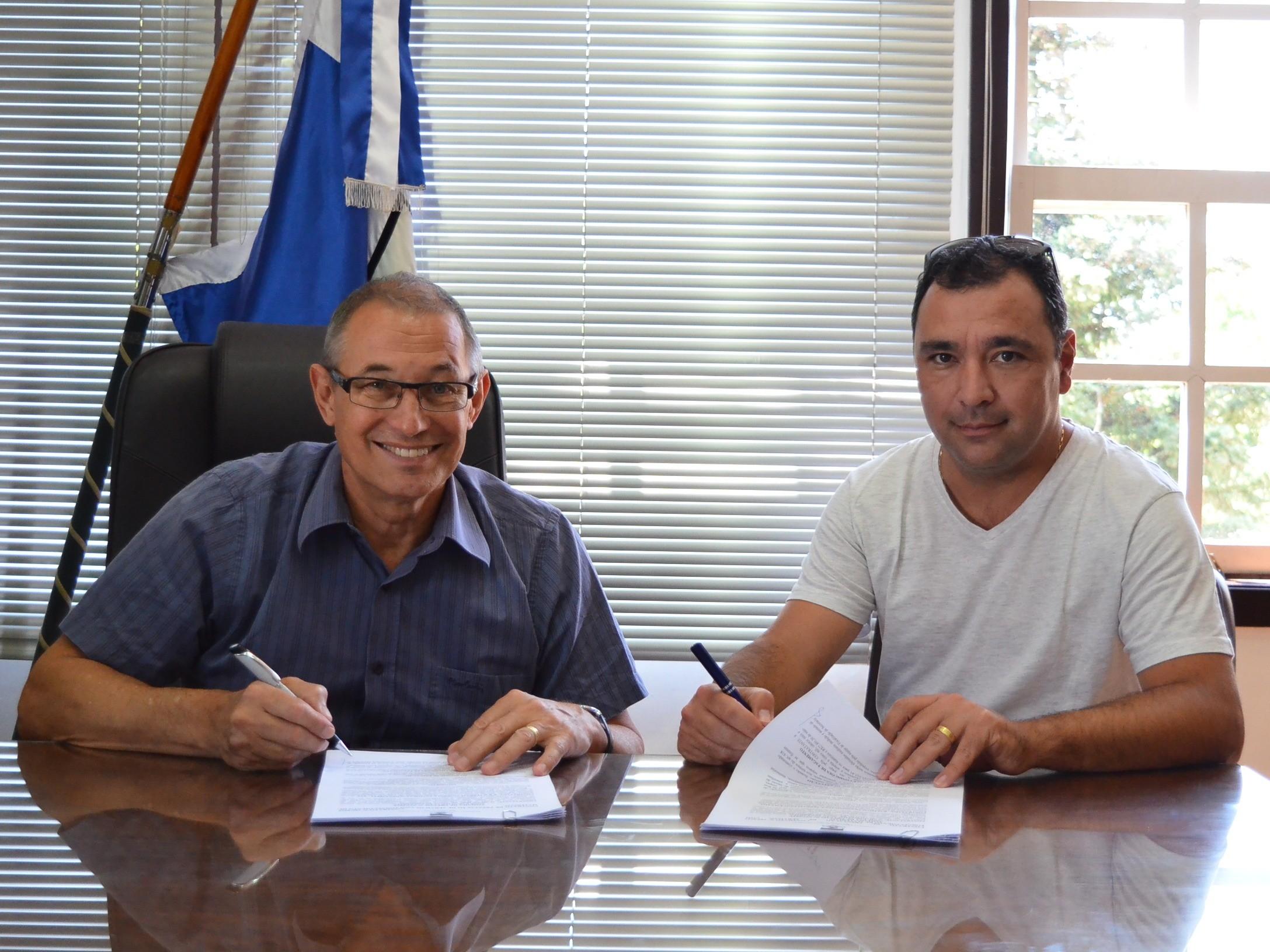 Foto de capa da notícia: Assinado contrato para pavimentação de trecho da Rua dos Imigrantes