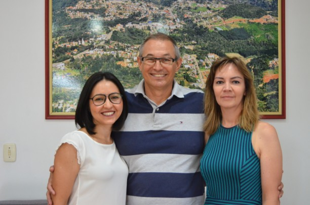 Foto de capa da notícia: Cláudia Pires Assume Secretaria de Saúde e Assistência Social
