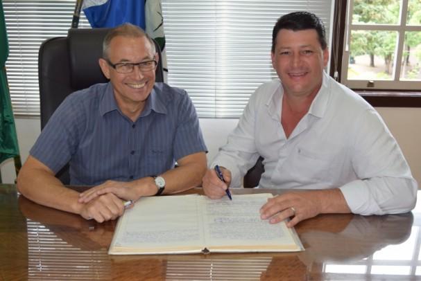 Foto de capa da notícia: Vice Charles Paetzinger assume Prefeitura de Nova Petrópolis