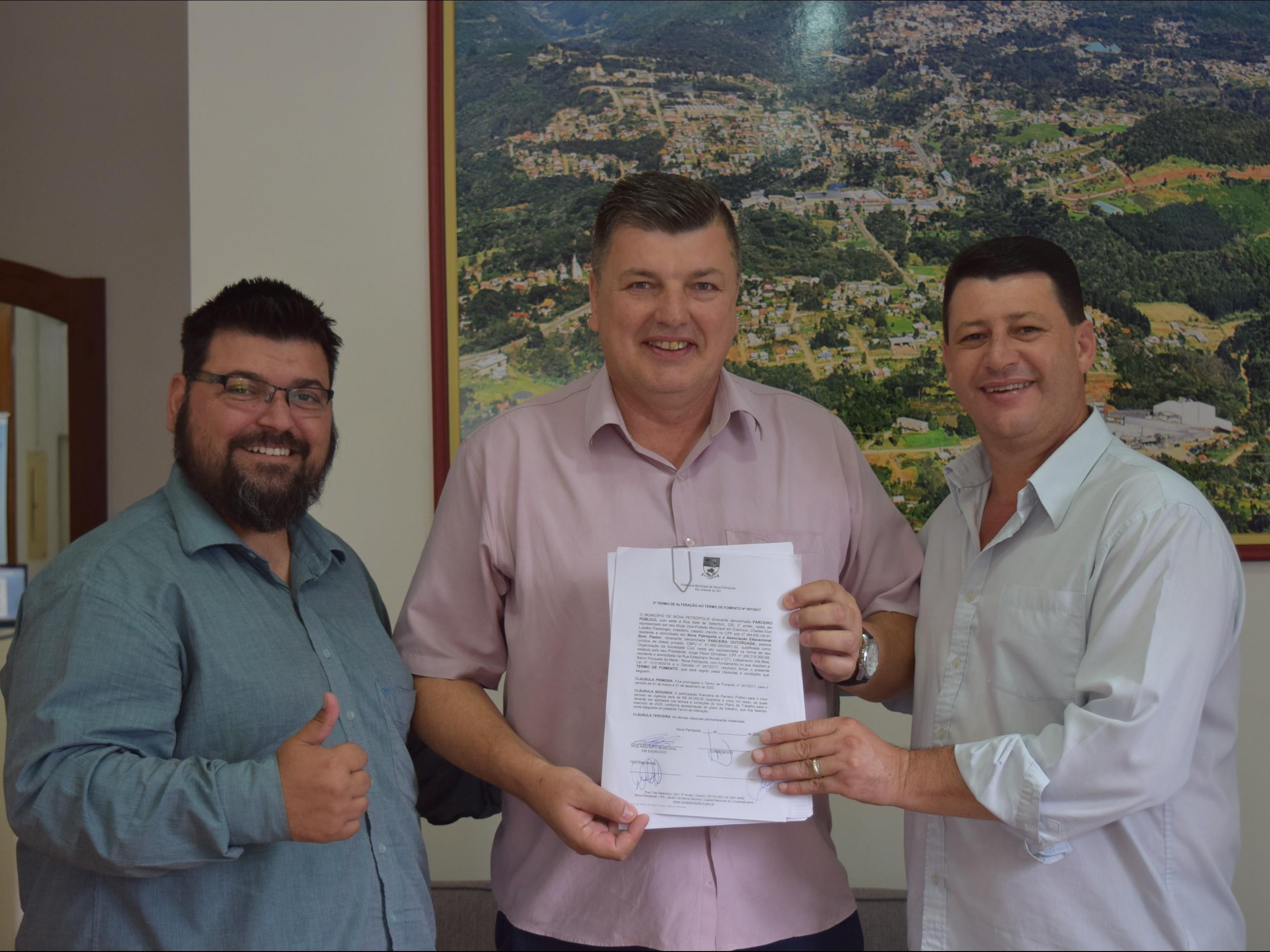 Foto de capa da notícia: Nova Petrópolis investe R$ 45 mil em bolsas de estudo