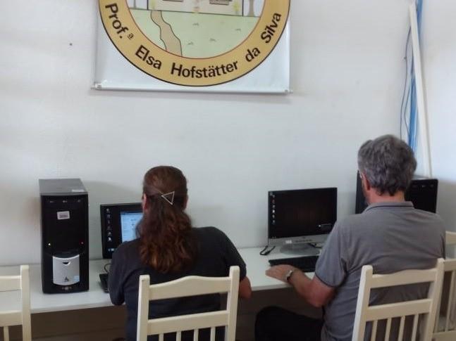 Foto de capa da notícia: Biblioteca Pública disponibiliza computadores para pesquisa e digitação