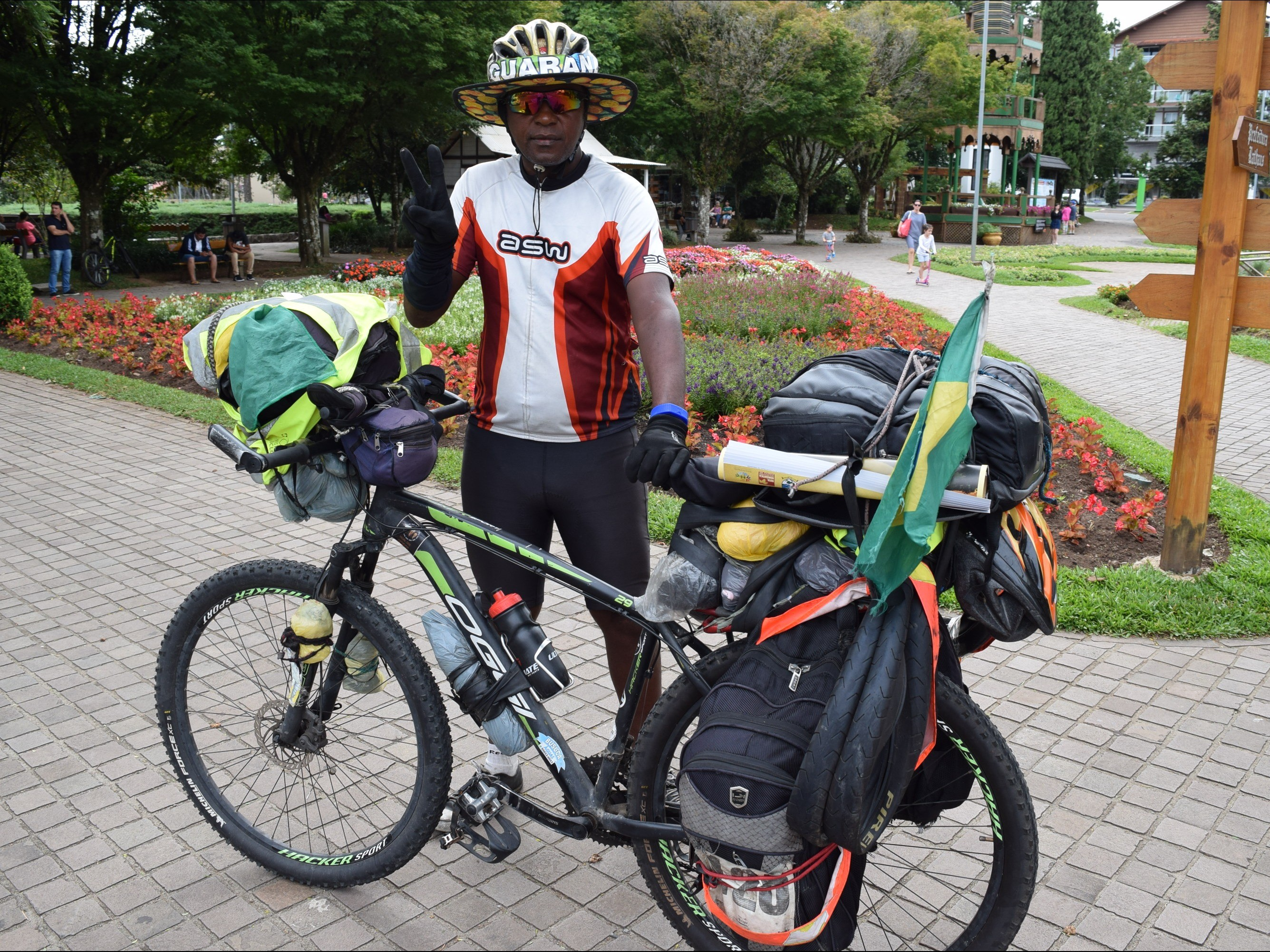 Foto de capa da notícia: Nova Petrópolis recebe ciclista Renato Elias dos Santos
