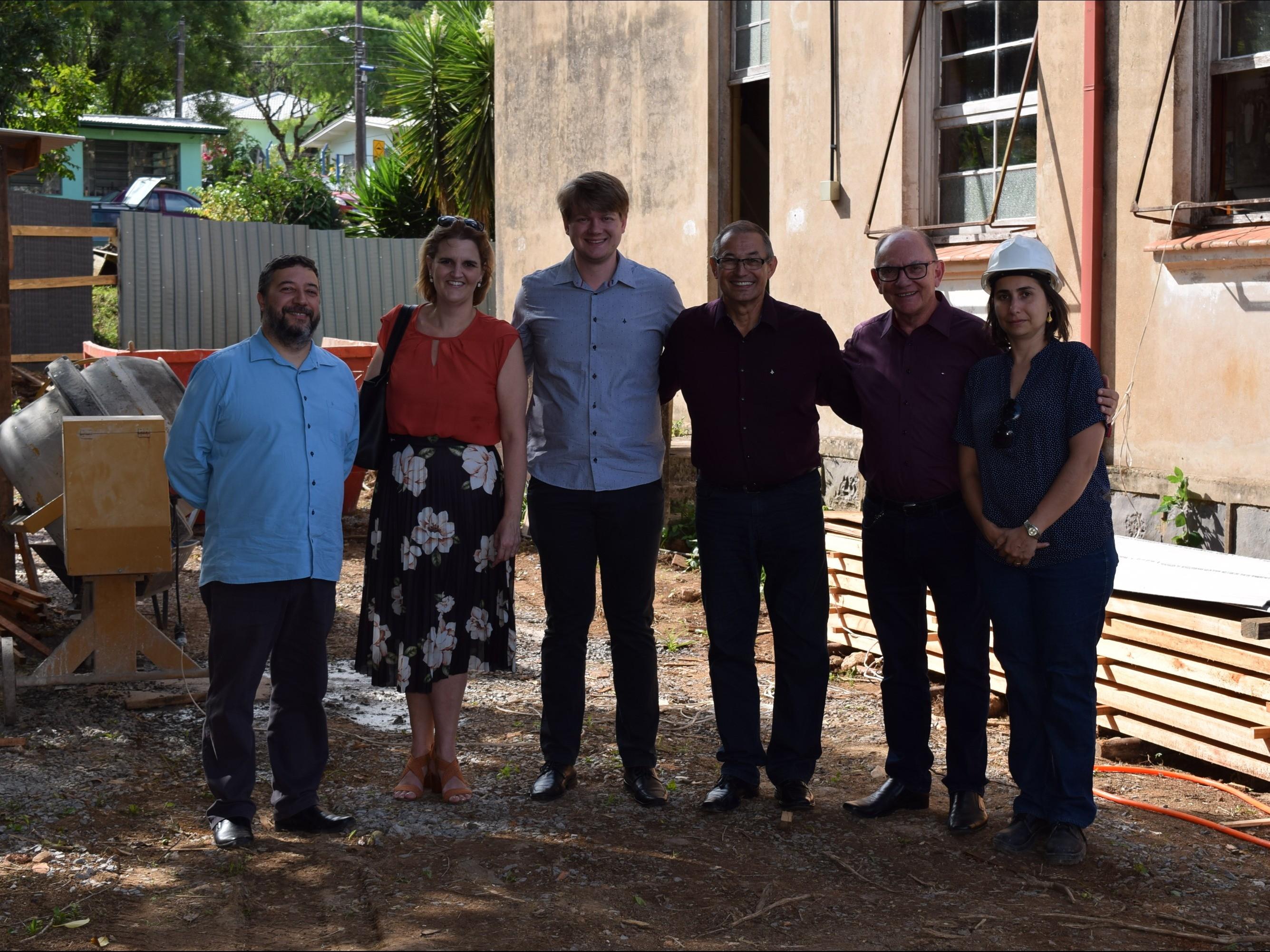 Foto de capa da notícia: Autoridades visitam obras de restauro da Caixa Rural de Nova Petrópolis