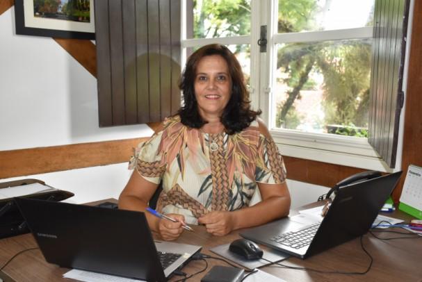 Foto de capa da notícia: Roberta Liane da Silva assume Secretaria de Turismo, Indústria e Comércio de Nova Petrópolis