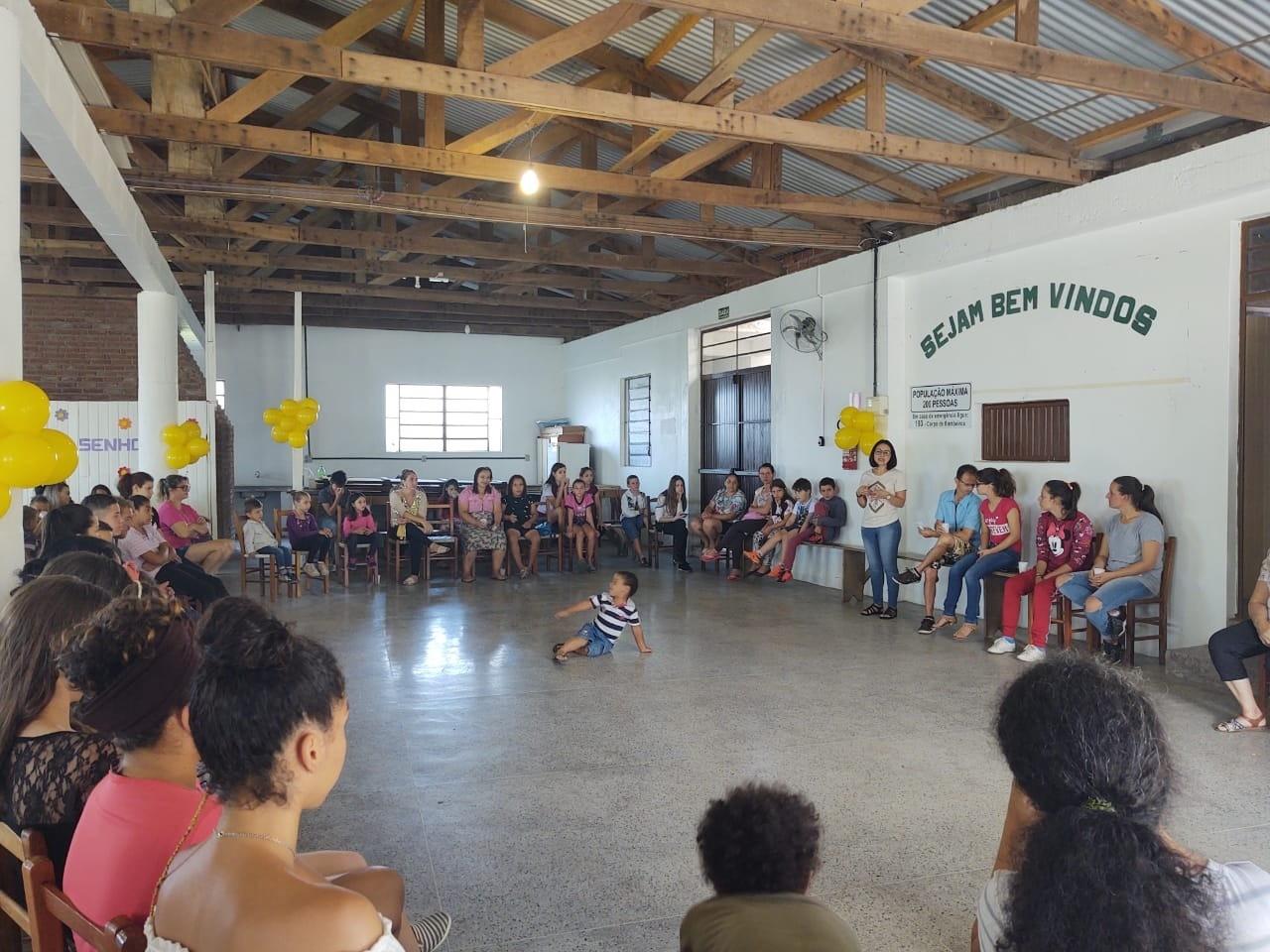 Foto de capa da notícia: Educandos do Serviço de Convivência e Fortalecimento de Vínculos recebem kits escolares
