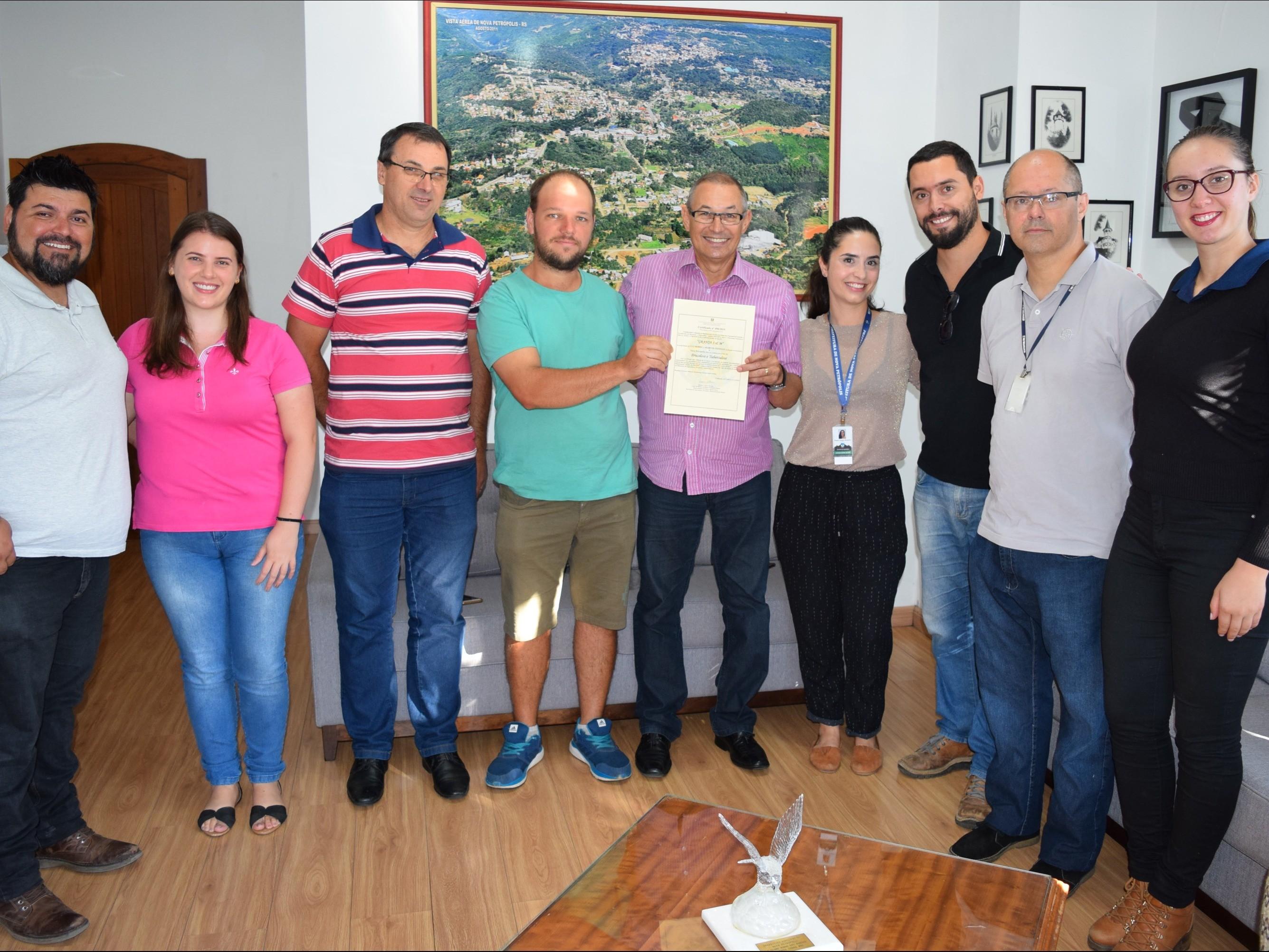Foto de capa da notícia: Estado certifica propriedade livre de tuberculose e brucelose em Nova Petrópolis