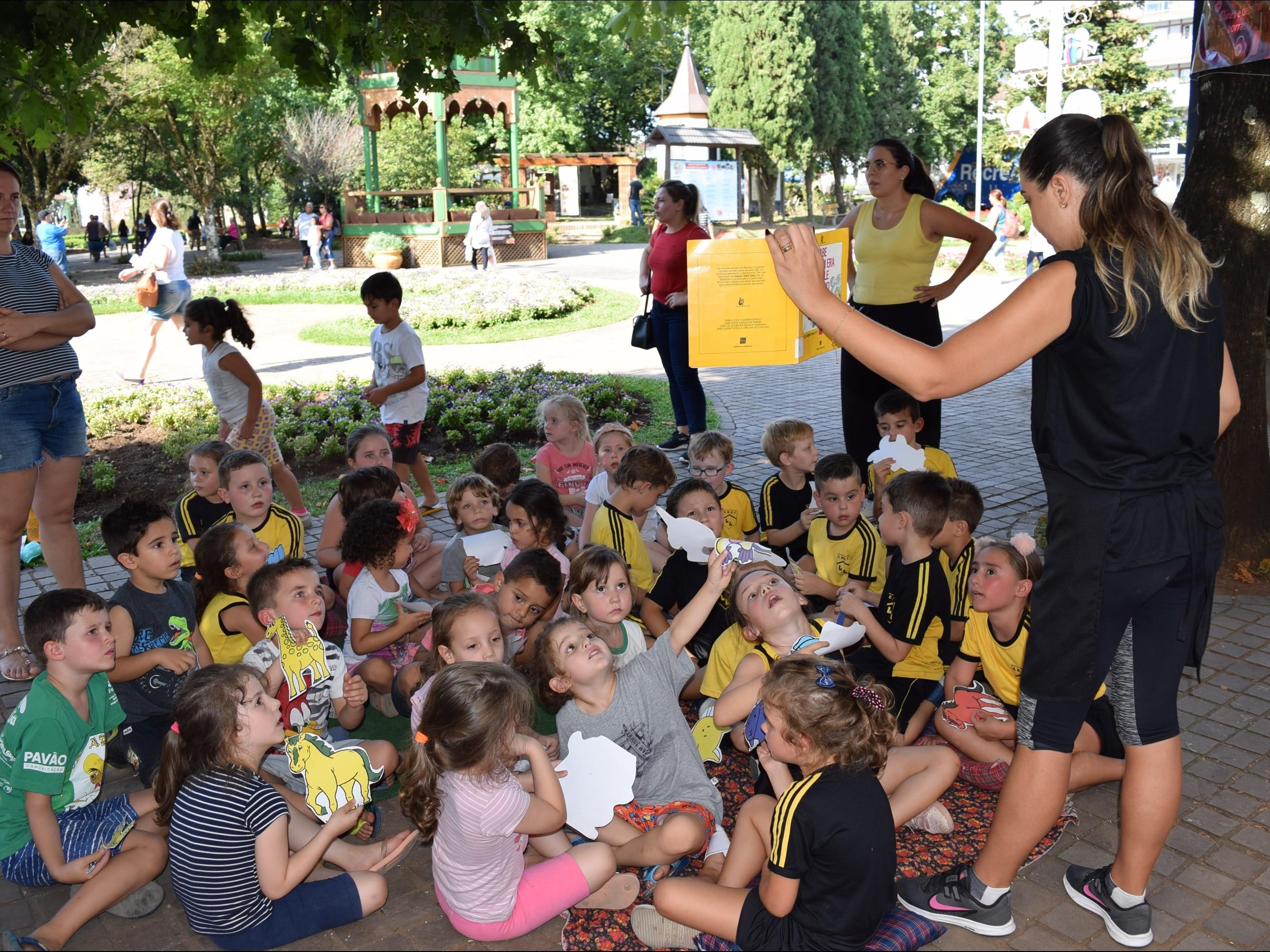 Foto de capa da notícia: 100 crianças prestigiaram o Dia Municipal de Incentivo à Leitura e seus Mediadores em Nova Petrópolis