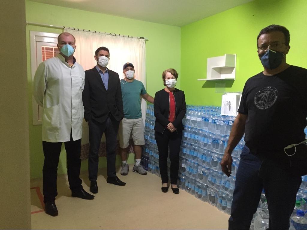 Foto de capa da notícia: Hospital Nova Petrópolis recebe doação de água mineral