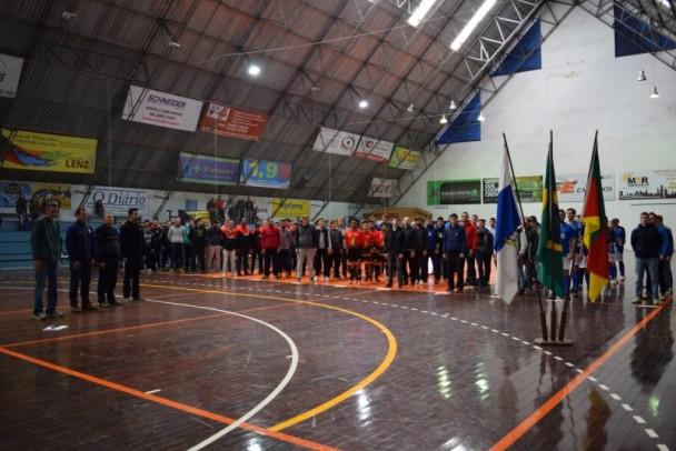 Foto de capa da notícia: Copa Nova Petrópolis de Futsal 2017 - 2ª Divisão inicia com 26 gols marcados