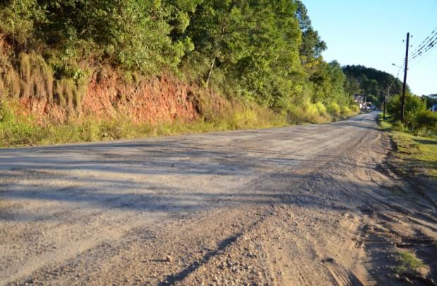 Foto de capa da notícia: Administração Municipal encaminha pavimentação completa da Estrada de Linha Olinda