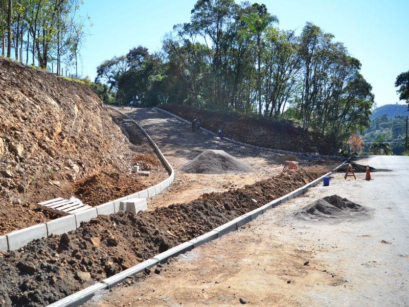 Foto de capa da notícia: Obras da Via Interbairros são retomadas com pavimentações em Nova Petrópolis