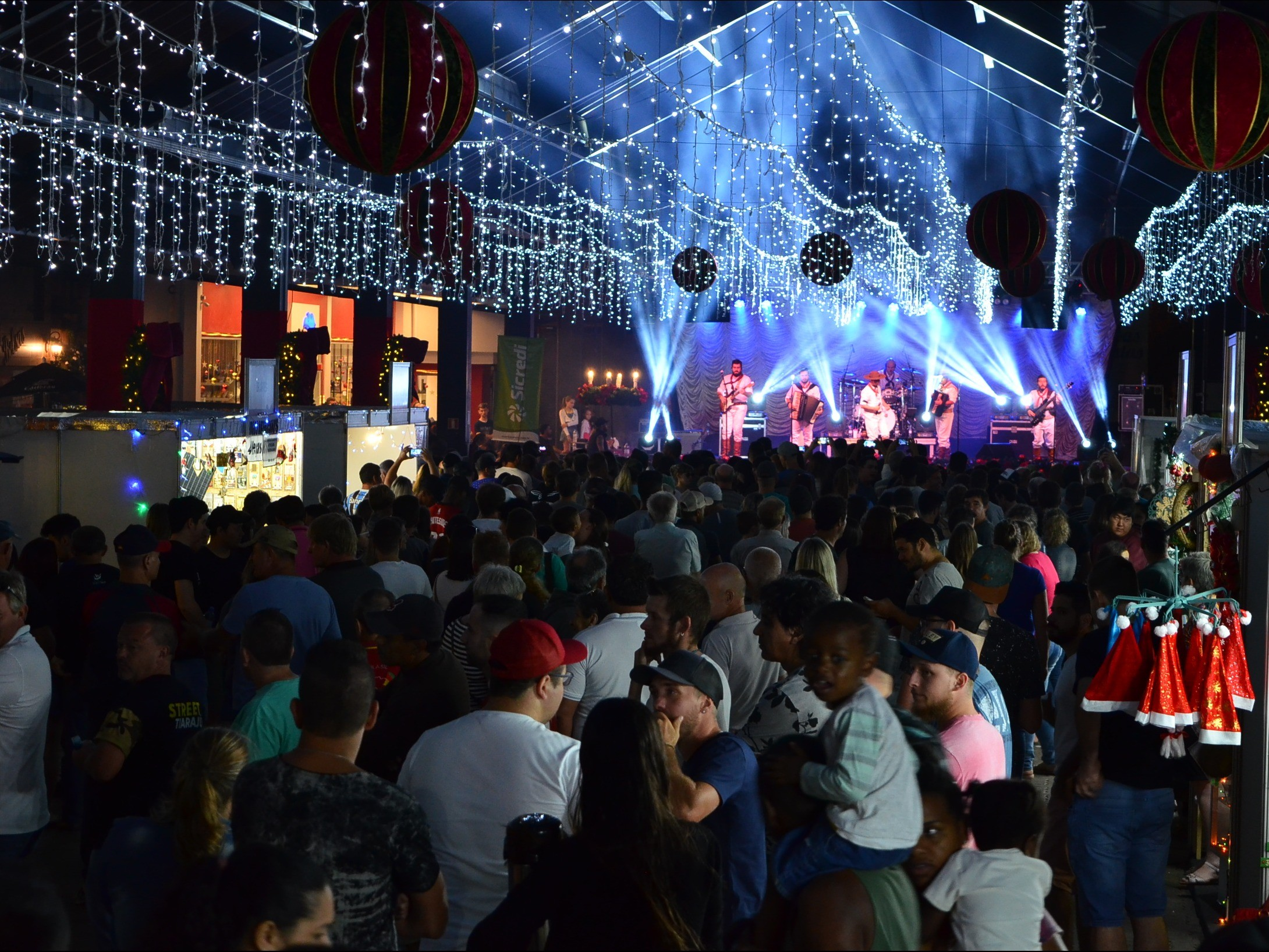 Foto de capa da notícia: Natal no Jardim da Serra Gaúcha emociona público com música e teatro