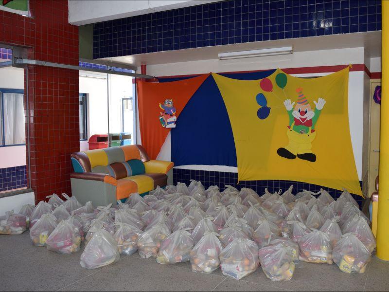 Foto de capa da notícia: Mais de 2 mil famílias recebem kits de alimentação em Nova Petrópolis