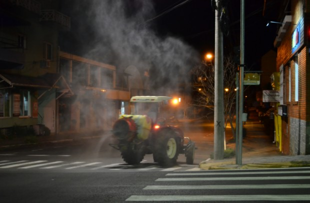 Foto de capa da notícia: Nova Petrópolis desinfecta Centro e Logradouro contra a COVID-19