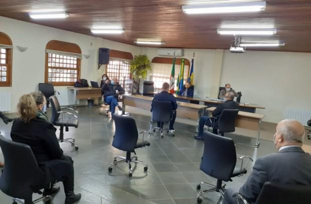 Foto de capa da notícia: Prefeitos da Amserra debatem o Modelo de Distanciamento Controlado do RS