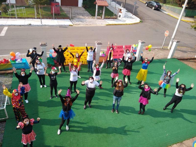 Foto de capa da notícia: Escola Municipal de Educação Infantil Ottinho promove o Drive Thru da Saudade