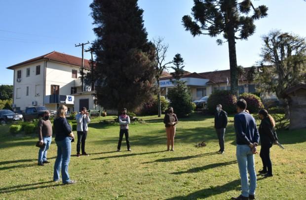 Foto de capa da notícia: Poder Público e OASE firmam termo para ação do Festival da Primavera no Hospital Nova Petrópolis