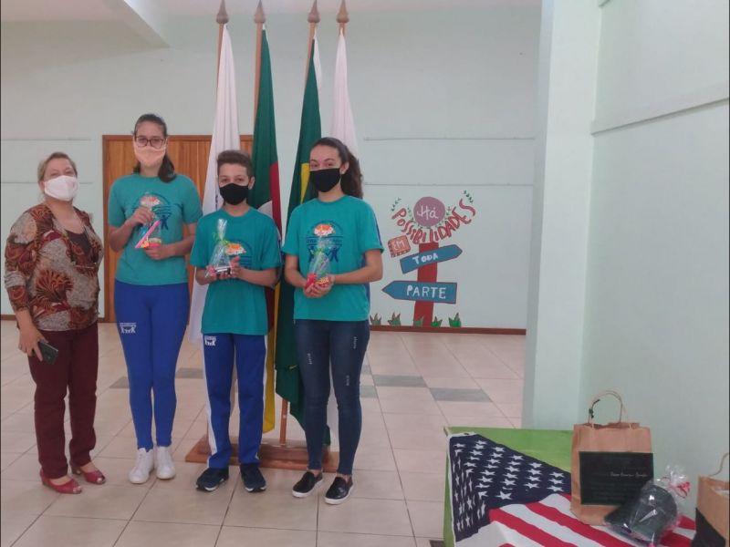 Foto de capa da notícia: Alunos de Nova Petrópolis são destaque na Olimpíada de Inglês de 2020