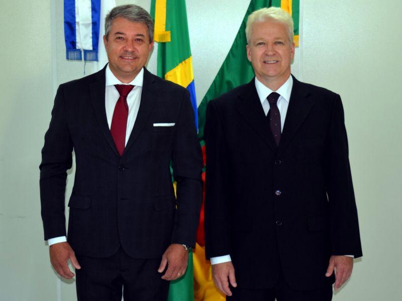 Foto de capa da notícia: Prefeito Jorge Darlei Wolf e vice-prefeito Martim Wissmann tomam posse em Nova Petrópolis