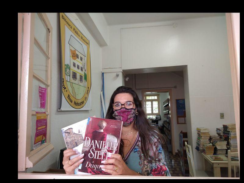 Foto de capa da notícia: No Dia do Leitor, um convite da Biblioteca de Nova Petrópolis