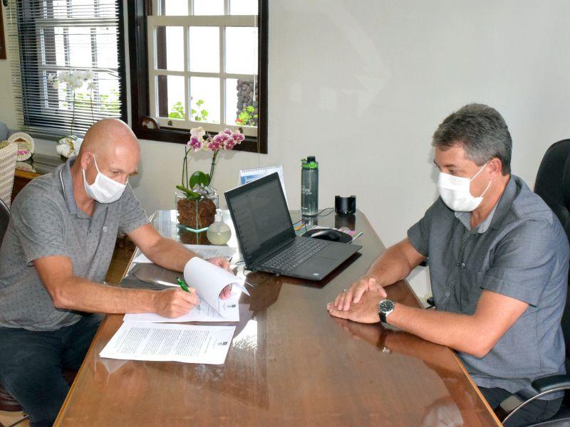 Foto de capa da notícia: Administração Municipal renova contrato de locação do Terminal Rodoviário