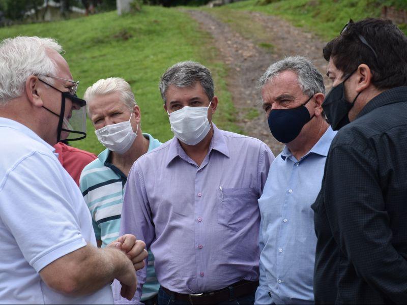 Foto de capa da notícia: EGR dá início à obra de melhoria do acostamento da RS 235 em Nova Petrópolis