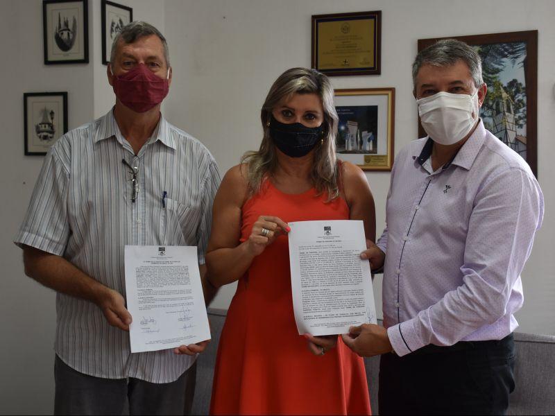 Foto de capa da notícia: Poder Público e ATURMA celebram termo de parceria