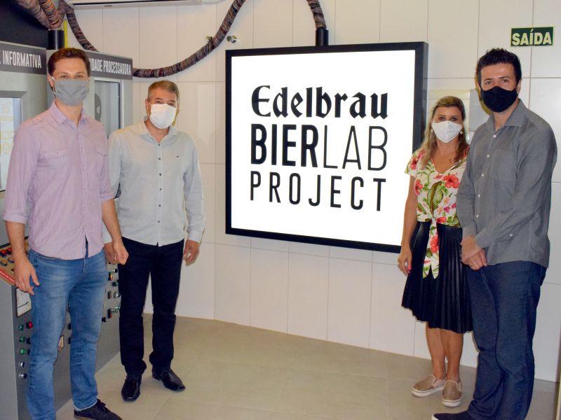 Foto de capa da notícia: Prefeito e secretários conhecem as novidades da Experiência Edelbrau