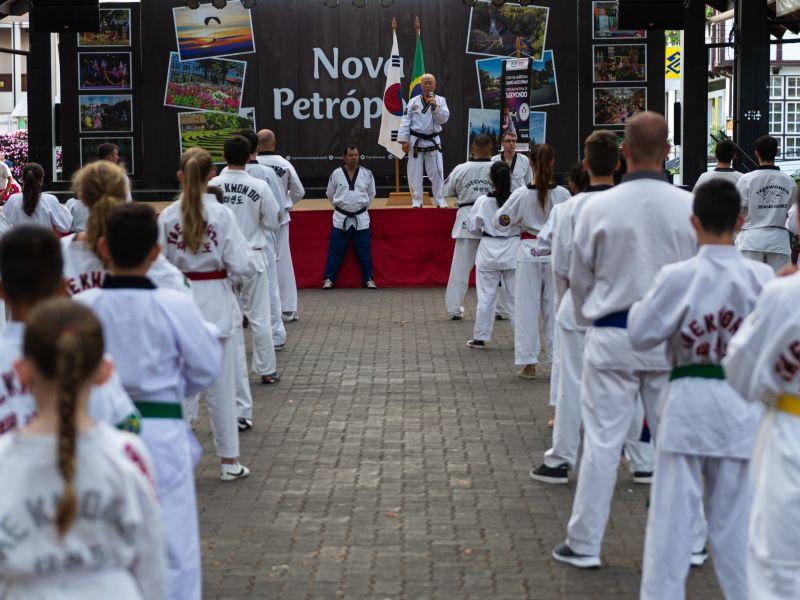 Foto de capa da notícia: Fim de semana do Verão oferecerá artes marciais, música e contato com a natureza