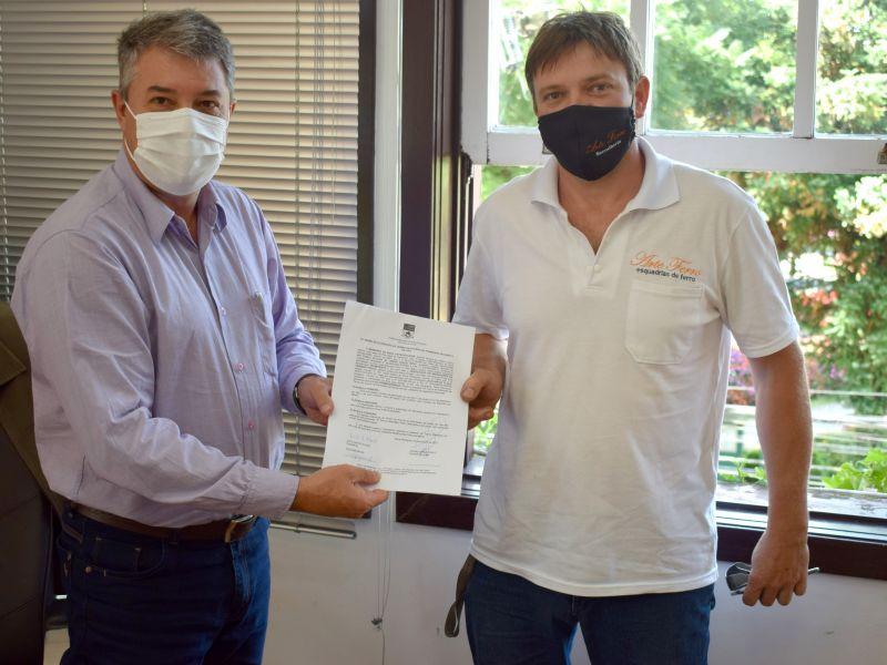 Foto de capa da notícia: Renovada a permissão de uso comunitário do Ginásio Rubem Seibt