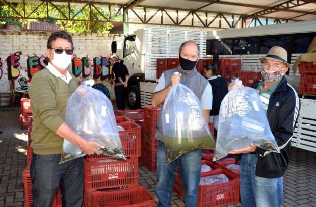 Foto de capa da notícia: Secretaria de Agricultura auxilia na entrega de mais de 16 mil alevinos