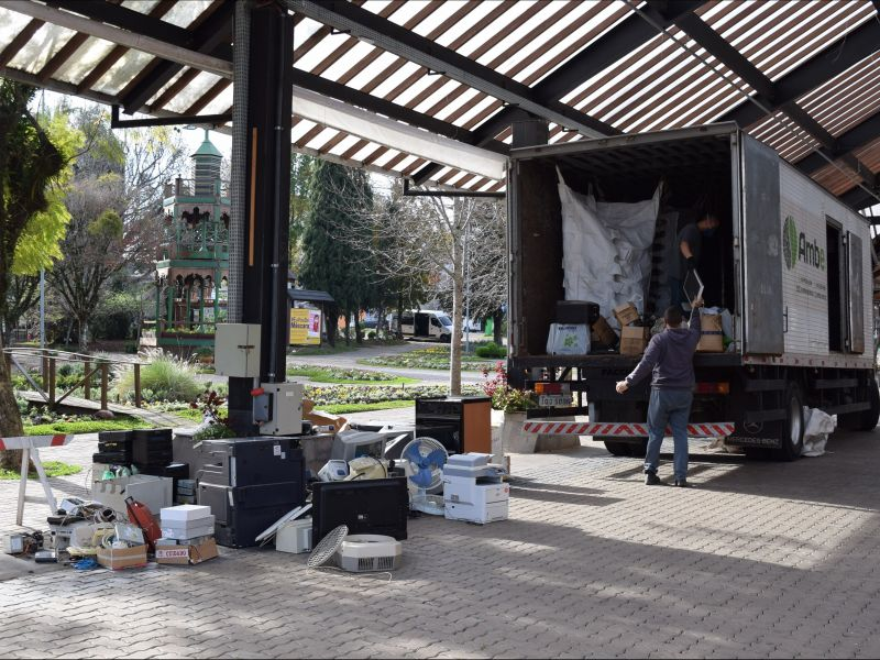 Foto de capa da notícia: Ação da Prefeitura receberá lixo eletrônico, óleo de cozinha e vidros