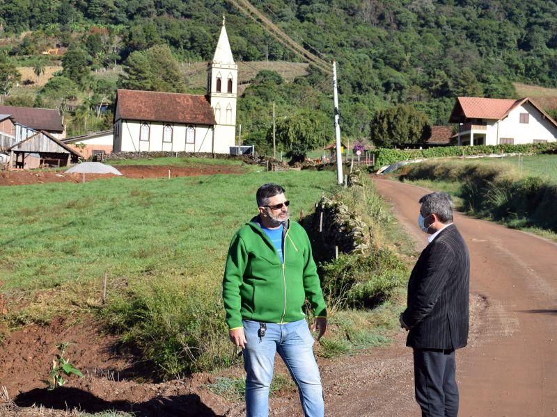 Foto de capa da notícia: Prefeito Jorge Darlei Wolf conhece projeto de novo empreendimento em Nove Colônias