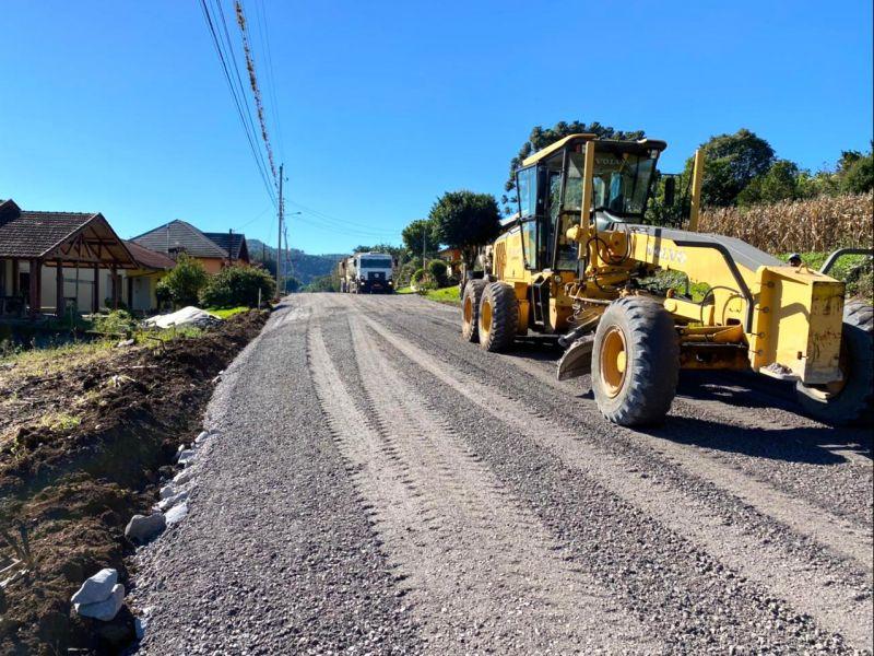 Foto de capa da notícia: Estrada de Treze Colônias segue em preparativos para a pavimentação