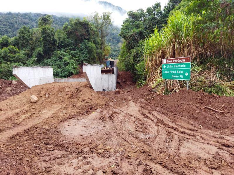 Foto de capa da notícia: Começa a construção das cabeceiras da ponte de Linha Pirajá