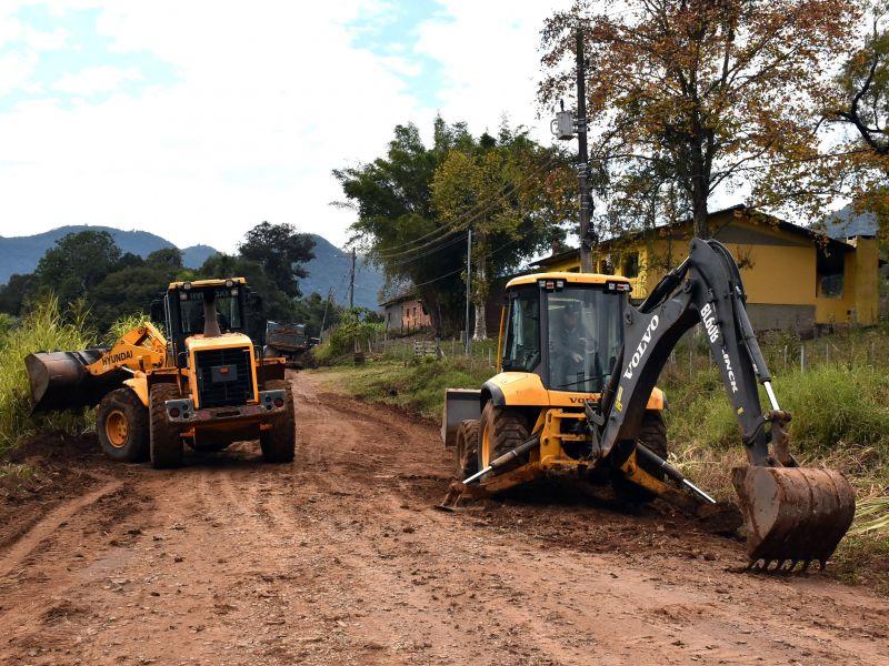 Foto de capa da notícia: Secretaria de Obras começa a recuperação da Estrada Rio Caí