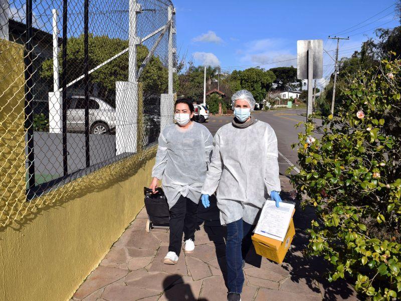 Foto de capa da notícia: Prefeitura de Nova Petrópolis fiscaliza pessoas positivas em isolamento e faz testes em estabelecimentos