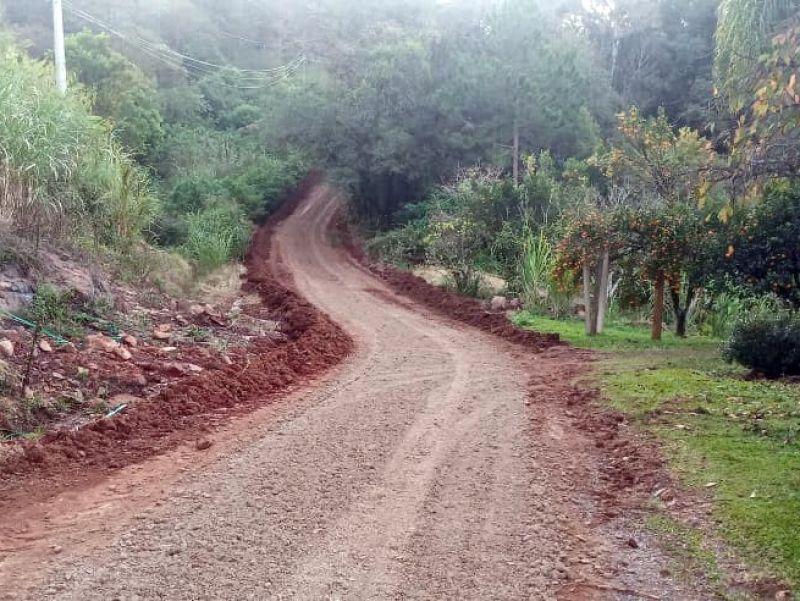 Foto de capa da notícia: Secretaria de Obras faz a manutenção das Ruas Pernambuco e São José do Caí