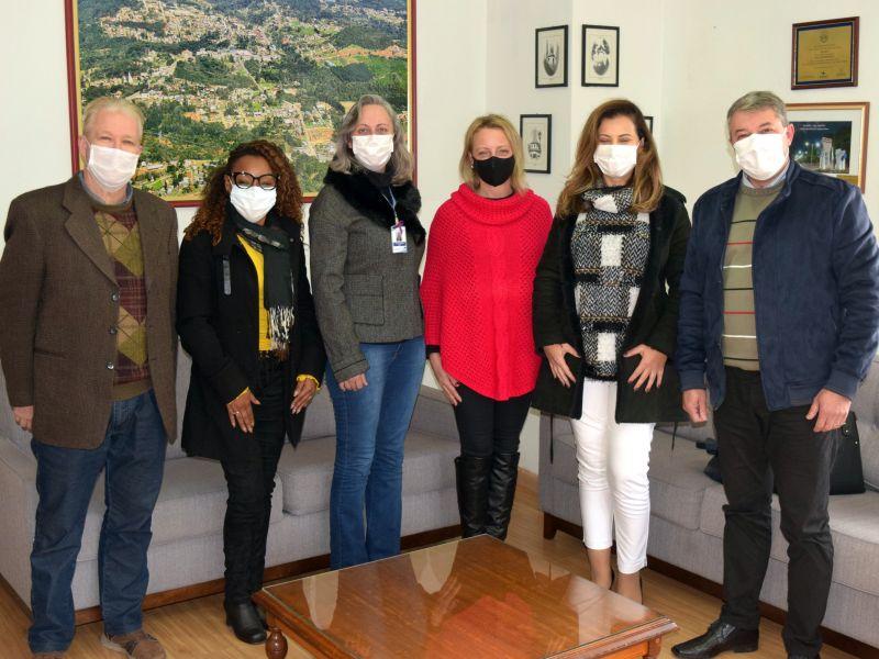 Foto de capa da notícia: Diretora de Políticas para as Mulheres do Estado visita Nova Petrópolis