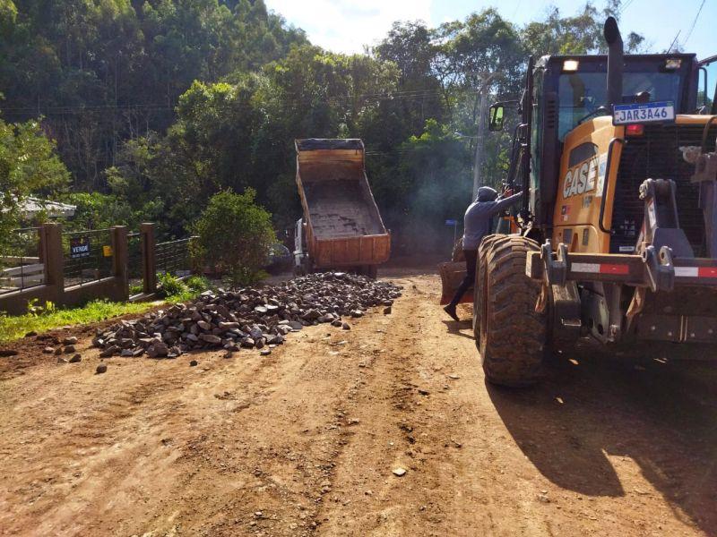 Foto de capa da notícia: Secretaria de Obras inicia preparativos para a pavimentação no Loteamento Bratz